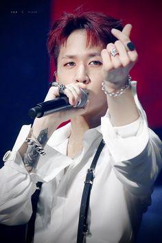 A swag boy can be sweet too 😆♥️ Vixx Wallpaper, Goddess Of Destruction, Emo, Vixx Members, Ravi Vixx, Swag Boys, Jellyfish Entertainment, Love My Family, Korean Artist