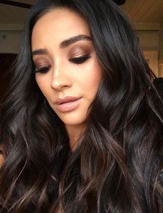 Shay Mitchell's Makeup Artist Used This $4 Drugstore Shadow to Create Her Awesome Smoky Eye | allure.com