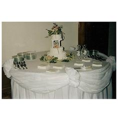 awesome How to Make Glamour Wedding Cake Table Decorations Check more at http://jharlowweddingplanning.com/how-to-make-glamour-wedding-cake-table-decorations