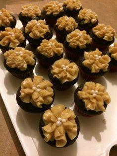 Chocolate peanut butter mini cupcakes Chocolate Peanuts, Chocolate Peanut Butter, Mini Cupcakes, Desserts, Food, Tailgate Desserts, Deserts, Essen, Postres