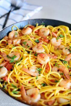 Spaghete cu creveţi, sos de roşii şi usturoi | Bucate Aromate Pasta, Gnocchi, Cooking Tips, Deserts, Good Food, Food And Drink, Healthy Recipes, Dishes, Ethnic Recipes