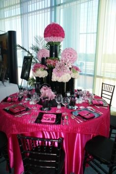 Oh wow.. pink satin tablecloth, black plates, pink napkins, black chairs!! YES!
