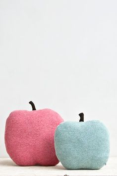 Apple shaped cushion/soft toy knitted in very soft wool. Perfect for cuddling, playing, gift-giving, and decorating. Material: 100% supersoft lambs...