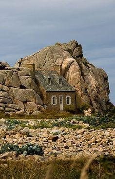 Plougrescant ~ Bretagne, Côtes d& Wonderful Places, Great Places, Places To See, Beautiful Places, Places Around The World, Around The Worlds, Photo Bretagne, Brittany France, Fairytale Cottage