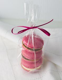 Objetivo: Cupcake Perfecto.: Y entonces sucedió lo que nunca pensé que sucedería... (Macarons de frambuesa rellenos de chocolate negro)