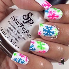 As symbols of the winter season, snowflake nail art are wonderful now and can instantly make a regular manicure look like a work of art. Take a look at these Cool Snowflake Nail Art Designs for inspiration. Xmas Nails, Get Nails, Fancy Nails, Holiday Nails, Love Nails, Christmas Nails, Pretty Nails, Snowflake Nail Art, White Snowflake