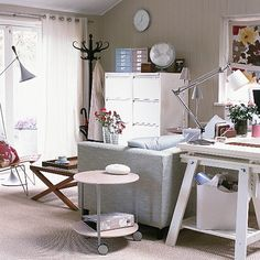 Shabby Chic Interiors: Home office – Chic Home Office Design Mesa Home Office, Garden Home Office, Home Office Bedroom, Home Office Desks, Office Furniture, Furniture Decor, Office Decor, Office Ideas, Office Chic