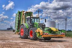 Tractor Machine, Crop Farming, Agriculture Tractor, Engin, John Deere Tractors, Farm Life, Farmer, Cool Stuff, Vehicles