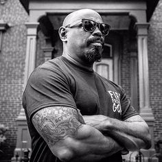 """""""Mi piace"""": 2,684, commenti: 41 - Sen Dog of Cypress Hill (@sendog) su Instagram: """"Don't you know I'm loco? 👊🏾☠️"""" Cypress Hill, Dont You Know, Bob Marley, Fun To Be One, Musicians, Pilot, Mens Sunglasses, How Are You Feeling, Dogs"""