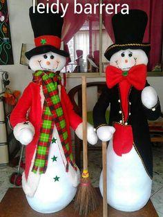 Che classe questi pupazzi di neve/Snow man di feltro! Christmas Decorations, Christmas Ornaments, Holiday Decor, Elf On The Shelf, Snowman, Diy And Crafts, Mary, David, Papa Noel