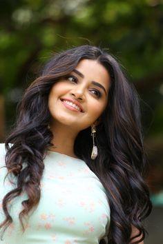 So beautiful eyes Beautiful Bollywood Actress, Most Beautiful Indian Actress, Beautiful Actresses, Beauty Full Girl, Beauty Women, Anupama Parameswaran, Beautiful Girl Photo, Beautiful Eyes, Beautiful Women