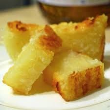 How to make Cassava Cake Ingredients – 1 pack frozen grated cassava – ⅓ or ½ cup sugar adjust to your taste) – ¾ cup shredded coconut (can be bought frozen) – coconut milk ( cup) – ¼ tsp salt. Sweet Recipes, Cake Recipes, Dessert Recipes, Desserts, Food Cakes, Cupcake Cakes, Cassava Cake, Good Food, Yummy Food