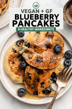 These Vegan Blueberry Pancakes are light, buttery, perfectly sweetened, and studded with juicy blueberries. A wholesome and cozy start to any morning. Junk Food, Healthy Breakfast Recipes, Healthy Recipes, Pancake Recipes, Diet Breakfast, Easy Recipes, Vegan Vegetarian, Vegetarian Recipes, Vegan Blueberry