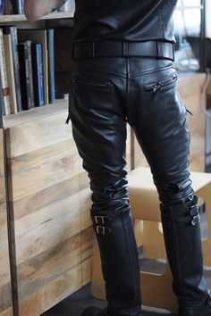 "leathergearguy: ""YESS, so should be your standard-dressing ! """