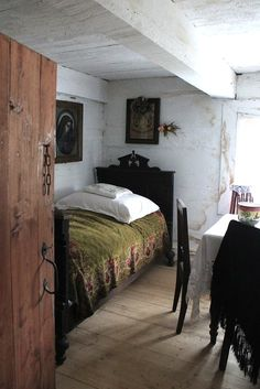 http://minervacompany.uk/ - want to escape to the West Country? Let us find your perfect seaside or country home for you! Cosy cottage bedroom - you too could have one like this in your Cornish or Devon holiday home