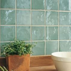 Trendy ideas for bath room green tile fired earth Cream Kitchen Tiles, Kitchen Wall Tiles, Room Tiles, Wall And Floor Tiles, Bathroom Interior Design, Kitchen Interior, Fired Earth Bathroom, Copper Kitchen Decor, Brick Flooring