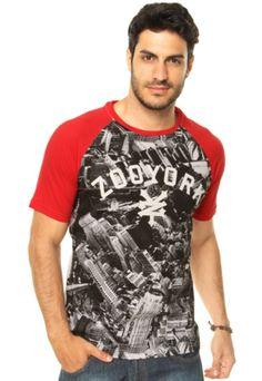 Camiseta Zoo York City Skill Off White, com estampa gráfica contrastante e recortes na cor vermelha. Tem modelagem reta, manga curta e gola careca. Confeccionada em malha 100% Algodão.Medidas: Ombro: 15cm/ Manga: 22cm/ Tórax: 102cm/ Comprimento: 73cm/ Tamanho: M.Medidas do Modelo: Altura: 1,83m / Tórax: 99cm / Manequim: 40.