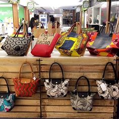 L.E Créations Stags Encore 9 jours à cap sud arrivage de sac Farah Ankara Bags, African Accessories, How To Make Handbags, Africa Fashion, African Fabric, Afro, Clutches, Purses And Bags, Creations