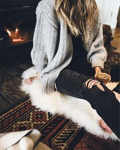 Oversized knit cardigan paired with black, ripped denim. Fall Winter Outfits, Autumn Winter Fashion, Fall Fashion, High Fashion, Cowgirls, Casual Outfits, Cute Outfits, Fashion Outfits, Minimalist Fashion
