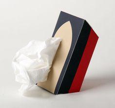 Titanic-inspired nautical disposable tissue holder.