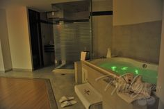 Disfruta de un jacuzzi como el que NO tienes en casa!  Hazte Kinky en Porto Alegre Motel & Suites.