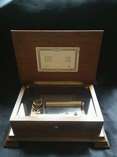 Reuge Vintage Music Box. Switzerland CH 4/50 Plays 4 songs by Joh. Strauss