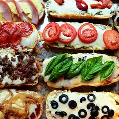 French Bread Pizza - 16 Minute Meals from the Pioneer Woman Pizza Pizza, Pizza Party, Pizza Burgers, Pizza Subs, Puff Pastry Pizza, Brood Pizza, Salami Pizza, Pizza Boats, Pizza Food