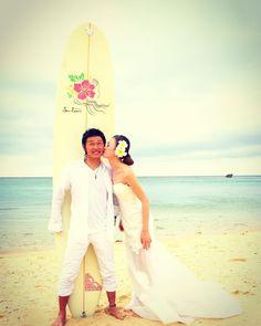Beach Wedding Photo 旦那さんのはにかむ笑顔が最高ですね末長くお幸せに  #seanasurf#okinawatrip#onnason#beach#beachphoto#wedding#beachwedding#happy #シーナサーフ#撮影#ビーチフォト#沖縄#ビーチウェディング#砂浜#思い出#surfwedding#しあわせ#kiss#キス