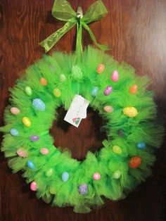DIY Easter wreath tulle wreath ideas colorful easter eggs