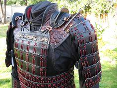 last samurai armor - Bing Images Kabuto Samurai, Ronin Samurai, Samurai Weapons, Samurai Armor, Knight Armor, Lamellar Armor, Larp Armor, Medieval Armor, Tactical Armor