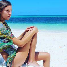 Planning your Beach look this summer?..... add some metallic tattoos #takemebacktuesday #summerbody #summer #sea #bahamas #lyfordcay #verano #lamer #summervibes #holiday #tuesdayblues #model #beachlife #flashtattoos #mermaidsoul #freespirit #wanderlust #style  #fashion #azzylondon #buyonline #vacation #resortwear #swimwear #beachwear