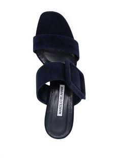 Manolo Blahnik Sandali Gable Con Fibbia - Farfetch Manolo Blahnik, Black Sandals, Flip Flops, Shoes, Shopping, Women, Fashion, Black Flat Sandals, Moda