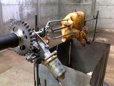 """BBQ - Frango (chester) assado no espeto rotativo (""""Roast chicken on roti..."""