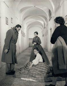 Luchino Visconti, Alida Valli e Rina Morelli (ph. Paul Ronald) © Archivio Storico del Cinema /AFE, Roma