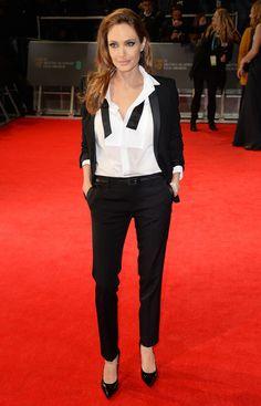 アンジェリーナ・ジョリー 英国アカデミー賞にサンローランのスモーキングで登場   Fashionsnap.com