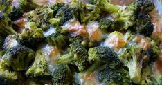 Sweet and tangy mayonnaise makes a simple dressing for this broccoli salad with onion, raisins, and crispy bacon. Broccoli Salad With Raisins, Broccoli Cauliflower Salad, Fresh Broccoli, Broccoli Recipes, Salad Places, Salad Recipes, Healthy Recipes, Healthy Food, Bacon Salad