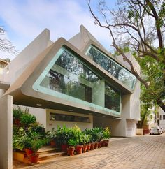 Architecture Continuous Designs a Modern Home in Bangalore, India