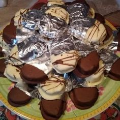 Πανέμορφες καριόκες με λευκή και μαύρη σοκολάτα Greek Sweets, Recipe For Success, Pleasing Everyone, Bagel, Easy Meals, Pudding, Cooking, Desserts, Recipes