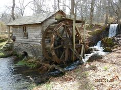 Medieval, Old Grist Mill, Bird Fountain, Old Windmills, Water Mill, Unique House Design, Living Water, Old Barns, Le Moulin