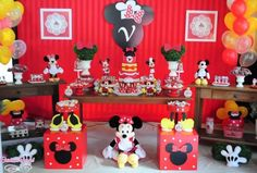 ideias festa minnie vermelha - Pesquisa Google Fiesta Mickey Mouse, Minnie Mouse Theme, Mickey Party, Mickey Mouse Clubhouse, Mickey Minnie Mouse, Mickey Mouse Birthday, Baby Birthday, First Birthday Parties, Minnie Mouse Decorations