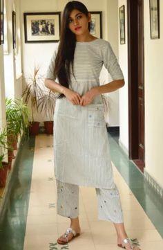 Cotton Dress Indian, Indian Dresses, Indian Outfits, Cotton Dresses, Casual Work Outfits, Chic Outfits, Fashion Outfits, Kurta Designs, Blouse Designs