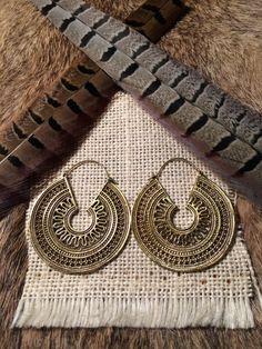 Laiton boucles d'oreilles, boucles d'oreilles Tribal, Tribal laiton boucles d'oreilles, bijoux tribaux, laiton cerceaux, Gypsy créoles, Indiens boucles d'oreilles