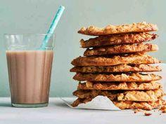 Myslifanin rapeat kaurakeksit Finnish Recipes, No Bake Cookies, Baking Cookies, Glass Of Milk, Cereal, Almond, Breakfast, Food, Kitchen