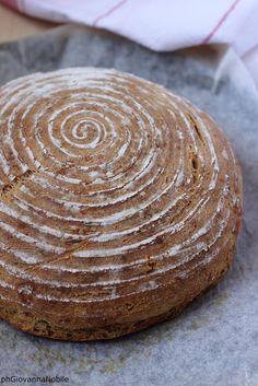 Pane con le nocciole  Ricetta/recipe: www.lacuocaeclettica.it/