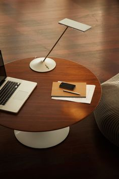 Horizon Desk Lamp by Humanscale