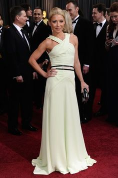 #oscarfashion I think this is pretty cute. Maybe a little tennis-dress-y, but cute on Kelly Ripa.