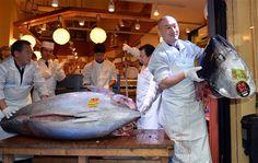 Atum gigante vendido por 1,38 milhões de euros no Japão