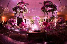 Blog OMG - I'm Engaged - Decoração luxuosa para mesa de doces em tons de rosa. Pink wedding decoration.