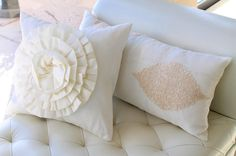 Look, it's just about finding the perfect textures to create the perfect ambiance! Event Design, Wedding Details, Bed Pillows, Pillow Cases, Lounge, Weddings, Texture, Create, Instagram Posts