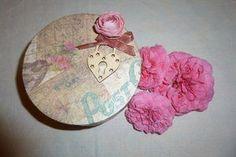 Boîte romantique rose, coeur et ruban